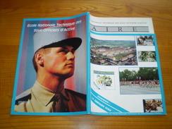 Armée De Terre ENTSOA Issoire: Insignes. Le FSA. 86° RI. Camp Du Larzc. 53° R. Artillerie + Dossier Cie Ecole - Revues & Journaux