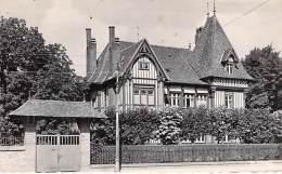 76 - DEVILLE LES ROUEN : Maison NORMANDE - CPSM Dentelée Noir Et Blanc Format CPA Postée 1954 - Seine Maritime - France