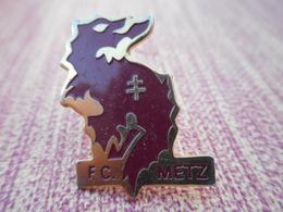 A008 -- Pin's FC Metz - Football