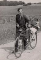 Photo Originale Cyclisme Et Congés Payés - En Route Pour Les Vacances à Vélo, Un Poil Chargé ! Cycliste Au Béret 1940 - Cyclisme