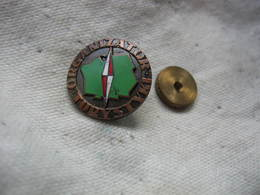 Ancien Pin's Polonais à Vis, Organizator Turystyki (Organisateur De Tourisme) - Badges