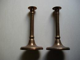Deux Chandeliers à Base Ovale , En Cuivre, Anciens. - Cuivres