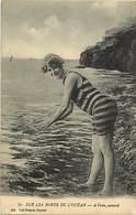 - Themes - Ref.A909 - Femmes - Baigneuses - Femme - Baigneuse - Costume De Bain -  Bords D Ocean - A L Eau - Canard - - Femmes