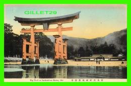 AKI, JAPON - BIG TORII AT ITSUKUSHIMA SHRINE - - Japon