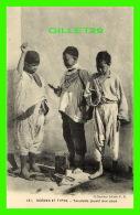 SCÈNES ET TYPES - YAOULEDS JOUANT AUX SOUS - COLLECTION IDÉALE P. S. - - Algérie