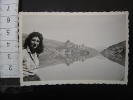Photo Annees 50 Vintage Montagne Femme VERDON Barrage De Castillon - Orte