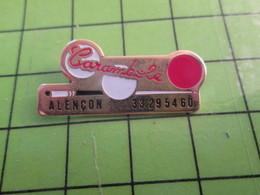 718c Pin's Pins / Rare Et De Belle Qualité / THEME SPORTS / BILLARD CARAMBOLE ALENCON QUEUE ET BOULES - Billiards