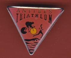 53350- Pin's.Antibes Triathlon.cyclisme.natation.athletisme.course. - Biathlon