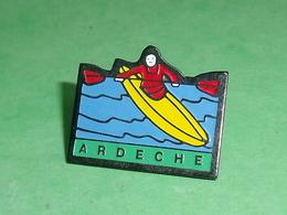 Pin's / Canoe : Ardeche   TB1AA - Canoeing, Kayak