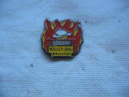 Pin's Du Club De Volley Ball Des Pompiers De BRUXELLES - Volleyball