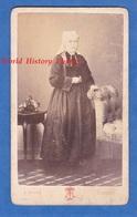 Photo Ancienne CDV Vers 1870 - LORIENT - Portrait D'une Jeune Femme En Costume & Coiffe - Touze - Folklore Breton - Anciennes (Av. 1900)
