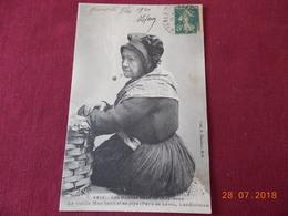 CPA - Landivisiau - La Vieille Mac Harit Et Sa Pipe (Les Bonnes Gens De Chez Nous) - Landivisiau