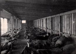 Photo Originale Ambiance Dortoir Militaire Ou Pas, Dans Chalet De Bois & Baraquement Vers 1940 - Colonies & Camps - Lieux