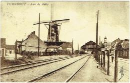 Turnhout. Aan De Statie. Molen. Gare Et Moulin. - Turnhout