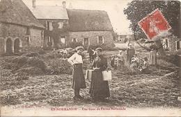 En Normandie Une Cour De Ferme Normande  Réf 4582 - Basse-Normandie