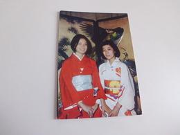 JAPONAISES ...BRODERIES..SOURIRES ET KIMONOS - Femmes