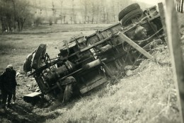 France Mémoires D'une Dépanneuse Accident De Camion Ancienne Photo 1935 - Automobiles