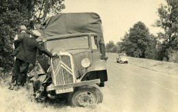 France Mémoires D'une Dépanneuse Accident De Camion Citroen Ancienne Photo 1935 - Automobiles