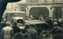 France Mémoires D'une Dépanneuse Accident De Voiture Café De Mulhouse Ancienne Photo 1935 - Cars