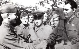 WWII Russie Touapsé Léonid Brejnev Soldat Malov Ancienne Photo 1942 Tirage De 1981 - War, Military