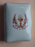"""PORCELAINE Royal Décor ( 59 St. AMAND ) Limoges FRANCE """" Souvenir De COMMUNION """" +/- 14 X 10 X 4 Cm. ( Zie Foto's ) ! - Communion"""
