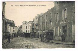 CPA. Cholet. La Place Et  La Rue Du Commerce. Attelage .Hôtel Boule D'or.  (809) - Cholet