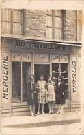 MAGASIN DE TISSUS- MERCERIE - AUX TRAVAILLEURS - CARTE-PHOTO A SITUER - Magasins