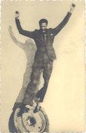 Photo Homme Sautant ( Studio Photo Carpentras ) - Personnes Anonymes