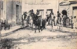 30-VAUVERT- ARRIVEE DES TAUREAUX PASSANT DEVANT LA PORTE SAINT-LOUIS - Francia