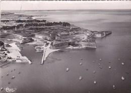 17 ILE D' OLERON  CPSM PHOTO Aérienne CIM Barques De Pêcheurs VUE Sur Le PORT Et Le FORT - Ile D'Oléron