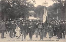 30-NIMES- MEETING VITICOLES DE NIMES, 1907 , MANISFESTANTS DE LIGNAN (HERAULT) ALLANT PRENDRE PLACE POUR LE CORTEGE - Nîmes