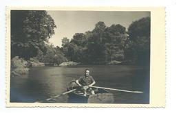 Ancienne PHOTO 13,5 X 8,5 Cm, HOMME Dans Une BARQUE à RAMES - Persone Anonimi