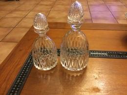 Lot 2 Carafe En Cristal à Whisky Et Eau De Vie (baccarat,saint Louis) - Glas & Kristall
