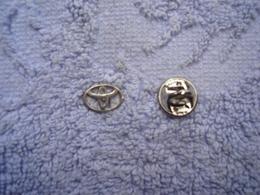 Pin Toyota Logo Klein - Toyota