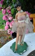 Rare Statuette Années 50 En Plâtre Lolita Pin-up Très Rock à Billy - Sculture