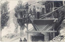 Métier – Ouvriers Au-dessus D'une Route, Travail Sur Roche  ( ME ) - Autres
