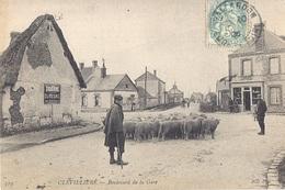 Cp 28 CLEVILLIERS Boulevard De La Gare  ( Commerce Café Habitation Berger Moutons Troupeau Pub Dumesnil )  Eure Et Loir - Autres Communes