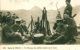 Guerre 14-18 Un Bivouac De Soldats Anglais Sur Le Front - War 1914-18