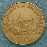 Albania 10 Lekë, 2000 ↓price↓ - Albanie