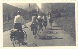 Sports & Loisirs – Carte-photo Groupe De Cyclistes Sur La Route  ( SPO ) - Cyclisme