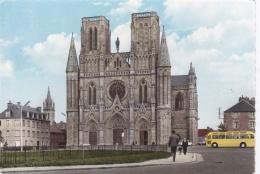 Autocar à Coté De La Cathédrale D'Avranches - Busse & Reisebusse