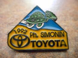 A008 -- Pin's Toyota Simonin - Toyota