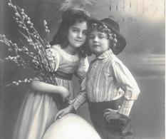 CPA.   ENFANT.....ARTISTIQUE.. LES SOEURS REINWALD.... FRÖHLICHEOSTERN...1911..TBE SCAN - Ritratti