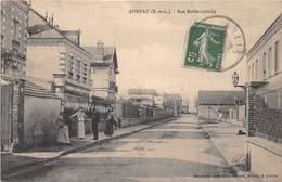 AUNEAU - Rue Emile Labiche - Auneau