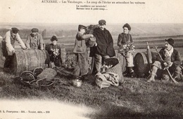 AUXERRE LES VENDANGES LE COUP DE L'ETRIER EN ATTENDANT LES VOITURES - Auxerre