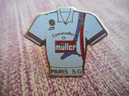 A009 -- Pin's Muller Paris SG - Football
