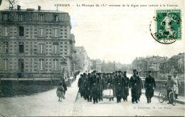 N°62949 -cpa Verdun -la Musique Du 151è Revenant De La Digue- - Verdun