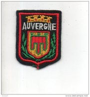 63 - RÉGION AUVERGNE . ÉCUSSON, BLASON, ARMOIRIES - Réf. N°131TI - - Scudetti In Tela