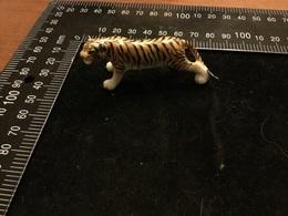 Porcelaine Tigre Objet De Vitrines - Céramiques