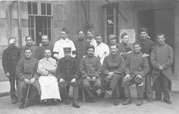 """MOULIN - Carte-Photo De L'Hopital Militaire  - Blessés, Infirmiers , Guerre 1914-18  - Photographe """" Scharlowsky """" - Moulins"""
